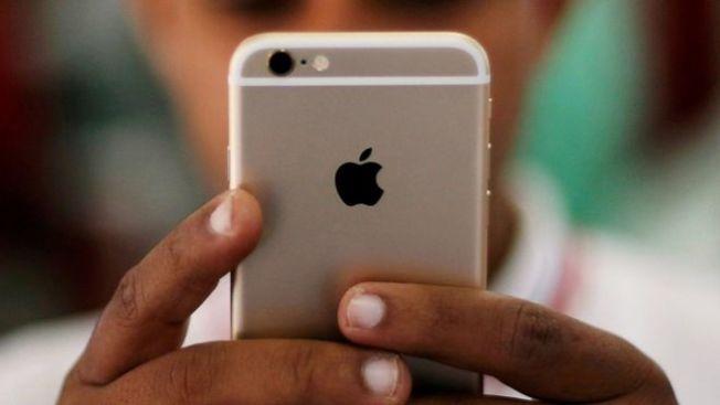 在美國,如果擁有蘋果公司的iPhone或iPad,就代表這個人可能很有錢。(路透)