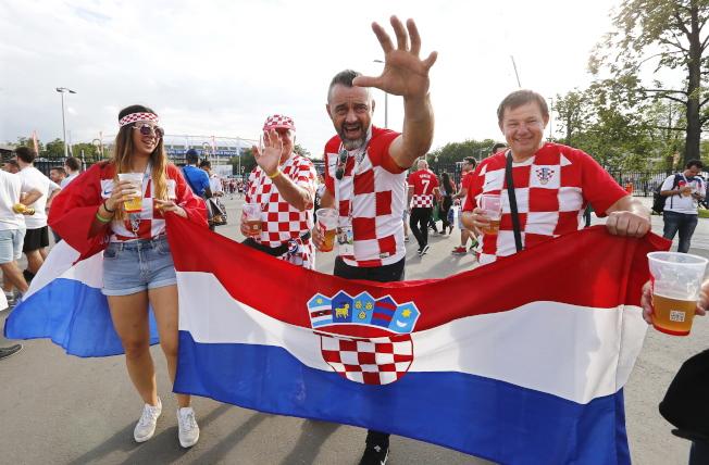 世足4強賽今天由克羅埃西亞出戰英格蘭。圖為克羅埃西亞球迷。歐新社