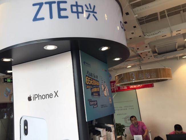 商務部指出,一旦中興通訊將4億美元存入托管帳戶,對這家中國第2大通訊設備製造商的禁令將予以解除。美聯社