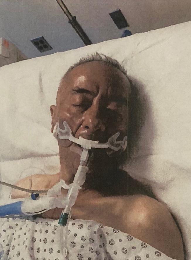 曼哈頓華埠轄區市警五分局11日發布消息,希望民眾幫忙確認一名因腦部創傷而昏迷不省的亞裔男子。該男子於8日下午3時50分被發現,當時他已經因為腦部受傷而失去意識,身上也沒有身分證件,目前該男子已被送至醫院治療。警方呼籲民眾若有線索,可撥打電話(212)334-0742至五分局警探,或撥打止罪熱線(800)577-TIPS(8477),也可登錄止罪網站www.nypdcrimestoppers.com,或透過手機發消息至274637(CRIMES),然後輸入TIP577。(圖:五分局提供,文:記者金春香)
