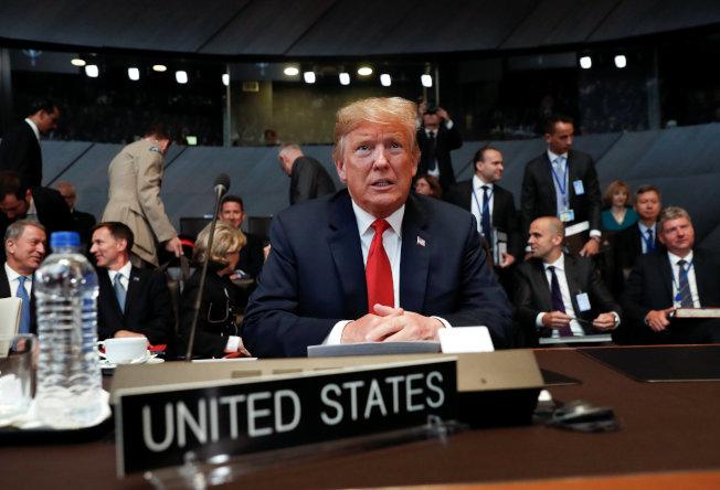 川普總統在北約峰會指責德國從俄羅斯獲得大量能源,已成俄羅斯的「俘虜」。(路透)