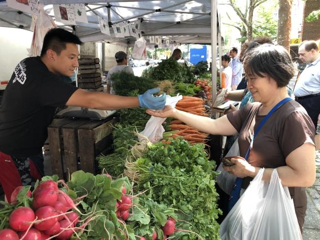 法拉盛綠色市場受到民眾喜愛。(記者朱蕾/攝影)