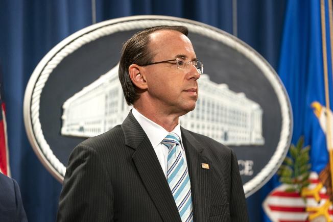 司法部副部長羅森斯坦要求全美聯邦檢察官協查大法官提名人卡瓦諾的資料。圖為羅森斯坦日前在司法部出席記者會。(歐新社)