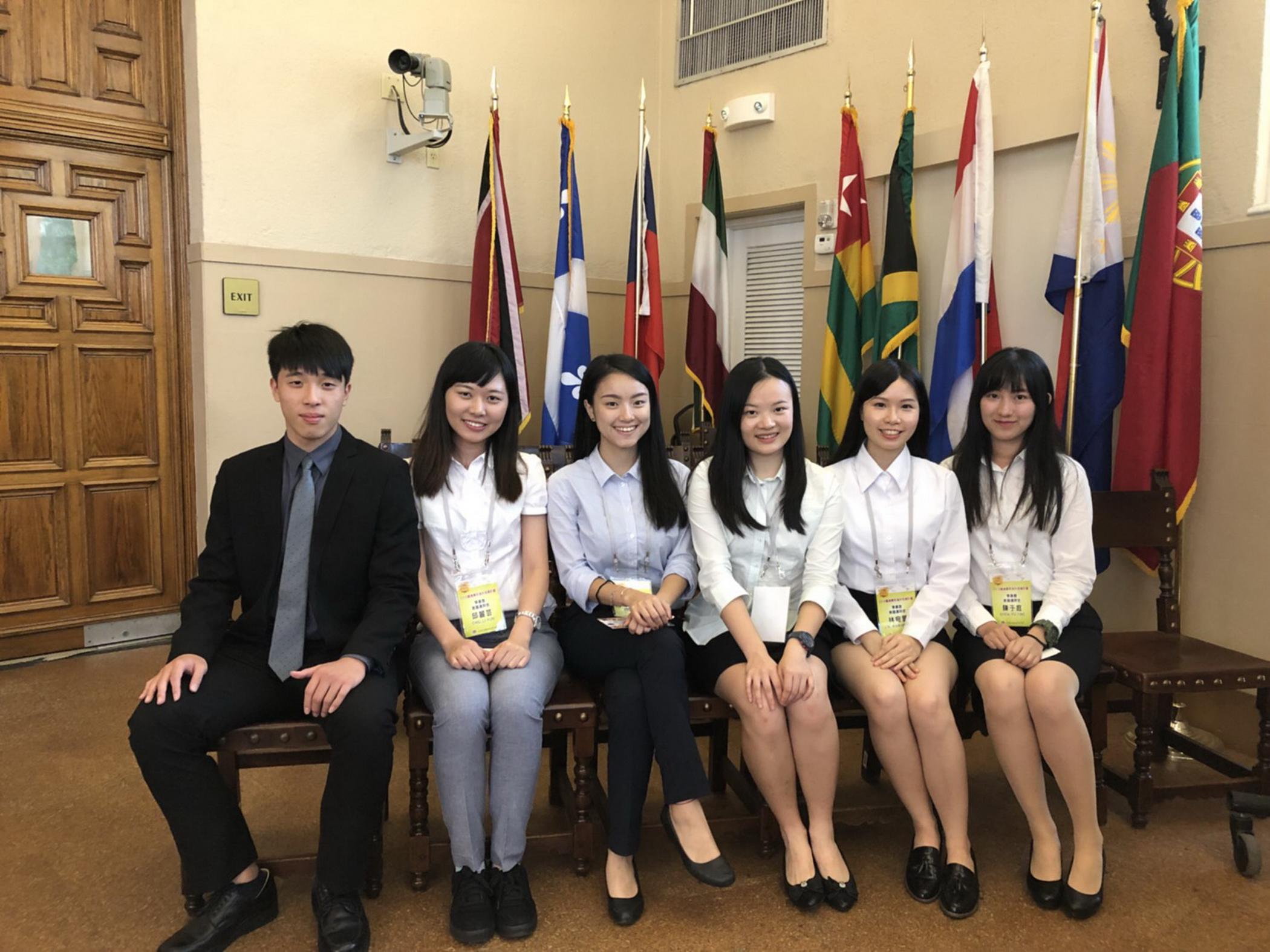 六名搭橋青年大使。(Betty Shiao提供)