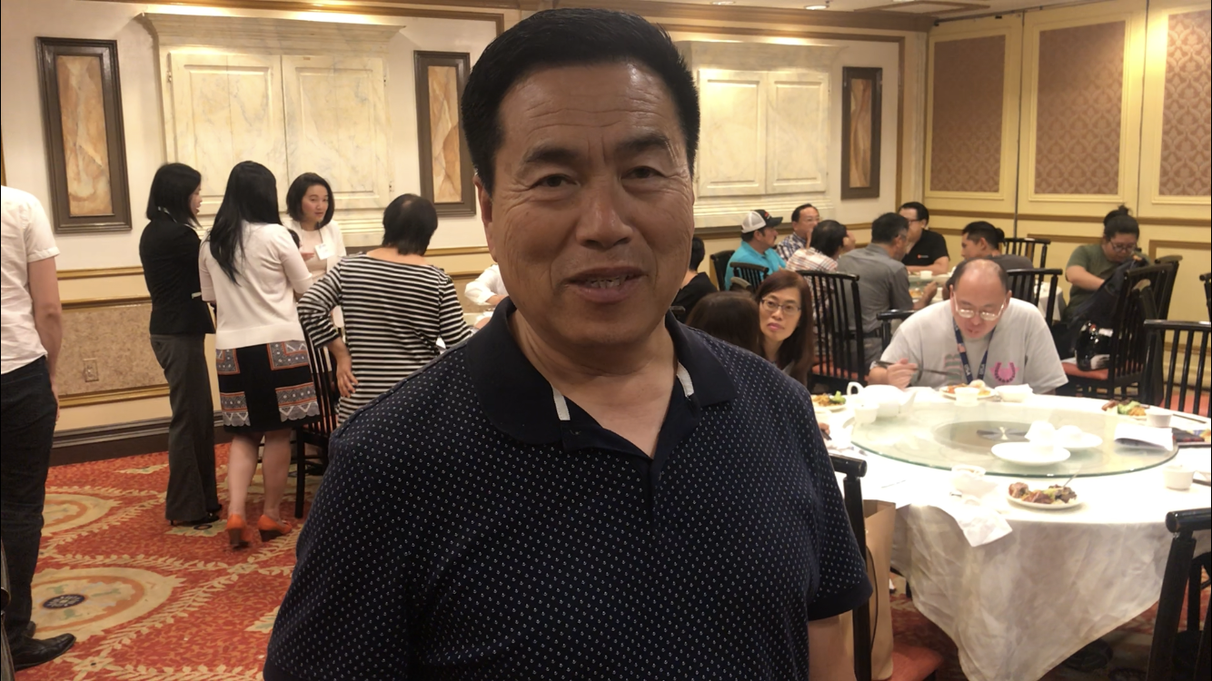 南加州華人營建公會會長姜曉東鼓勵會員不斷完善自我,為華人社區謀福。(記者高梓原/攝影)