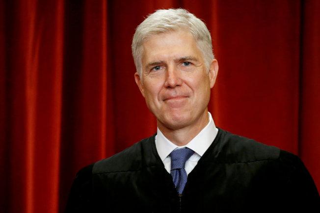 川普總統提名的兩位大法官,都是喬治城預校校友,圖為大法官戈薩奇。(路透)