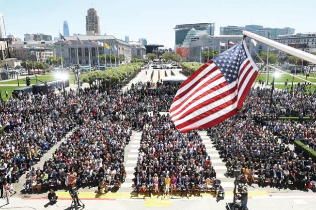 現場數千民眾觀禮。(紀事報供圖)