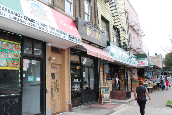 Knickerbocker大道是區內主要商業街之一。(記者劉大琪/攝影)