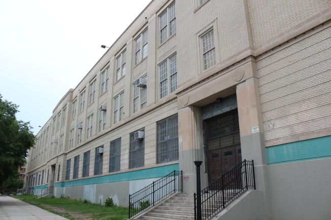 布碌崙拉丁學校坐落在布許維克。(記者劉大琪/攝影)