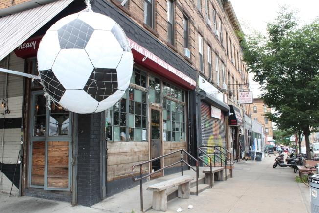 布許維克集中了各種風格的餐飲店。(記者劉大琪/攝影)