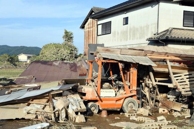 日本西部地區連降特大暴雨,引發30多年來最嚴重水災。圖為7月10日在日本岡山縣倉敷市真備町拍攝的水災現場。(新華社)