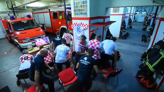 克羅埃西亞消防員觀看世足賽,在最關鍵1球時火災警報響起,所有人立刻拋下球賽,20秒內換裝完畢出任務,敬業精神被網友讚爆。取材自臉書