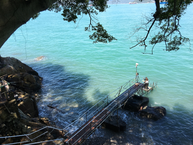 香港郊外景點西環泳棚在60、70年代是香港民眾的公共泳池,如今已是許多攝影愛好者的取景聖地。(香港旅遊發展局提供)