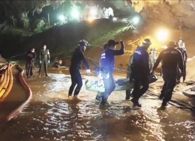 泰洞穴救援行動。美聯社