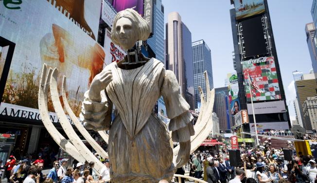 紐約曼哈頓時報廣場「起錨」藝術展。歐新社