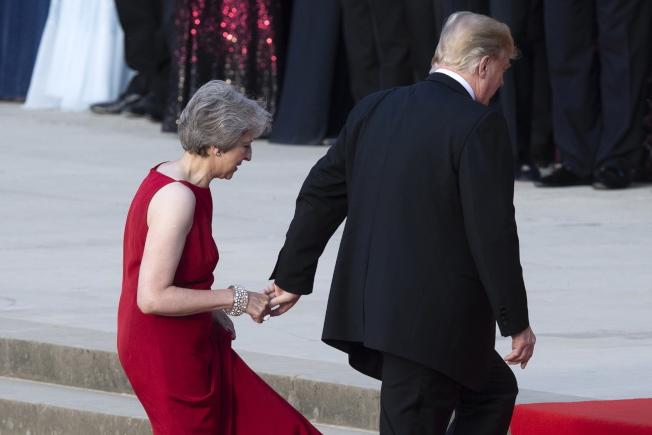 英國首相梅依(左)與川普總統(右)一同前往倫敦西邊的布倫海姆宮(Blenheim Palace)。Getty Images