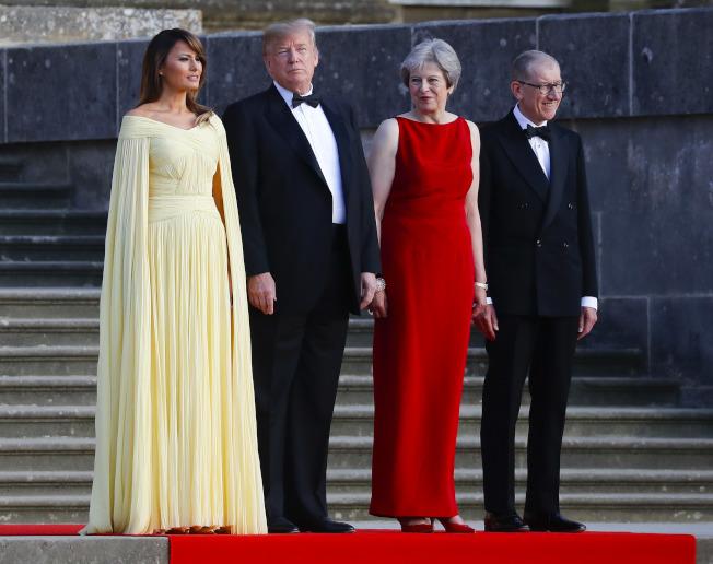 美國總統川普英國行引來民眾抗議,還在訪問英國前質疑首相梅伊的脫歐策略。(美聯社)