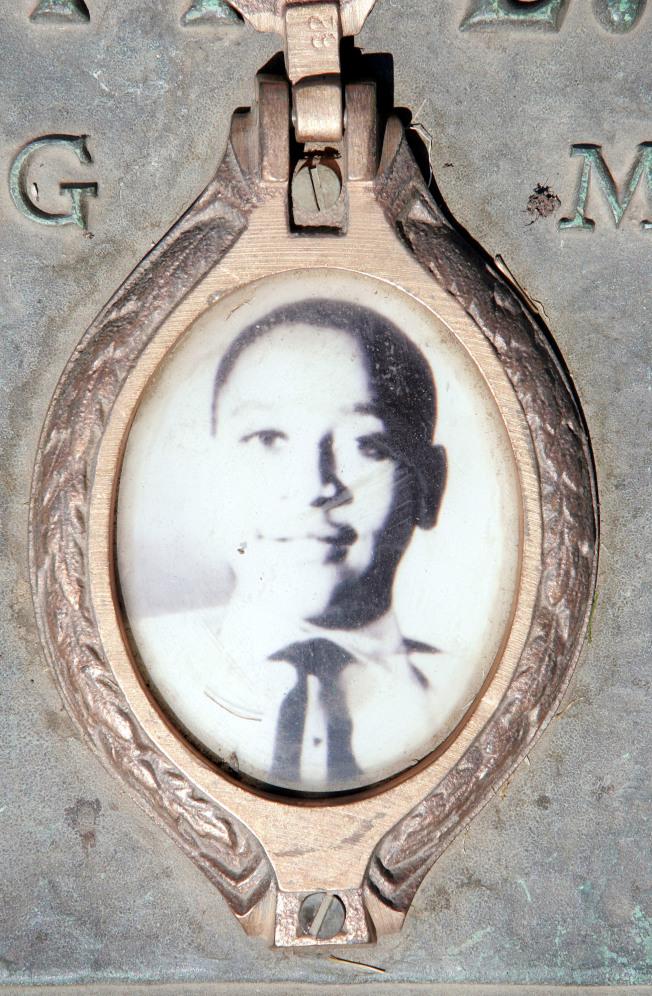 提爾在伊利諾州墓碑上的照片。(Getty Images)