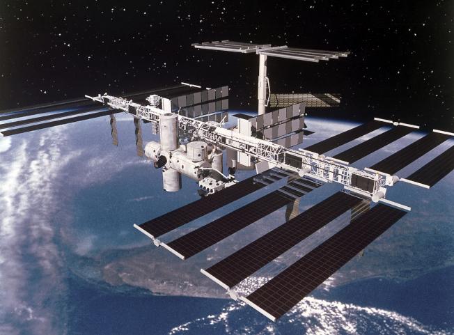 國際太空站是夜空中最大的人造星體。(NASA)
