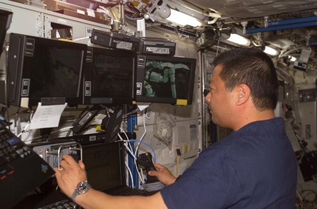 華裔太空人焦立中在國際太空站工作。(NASA)