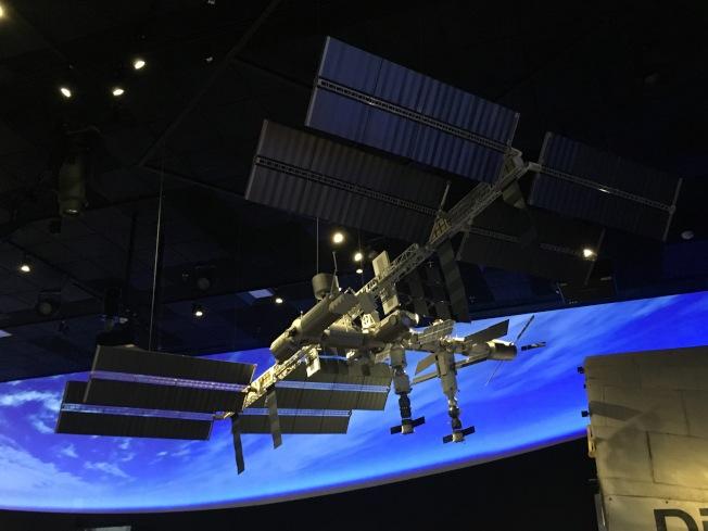 美國國家航太博物館1:100的太空站模型。(作者提供)