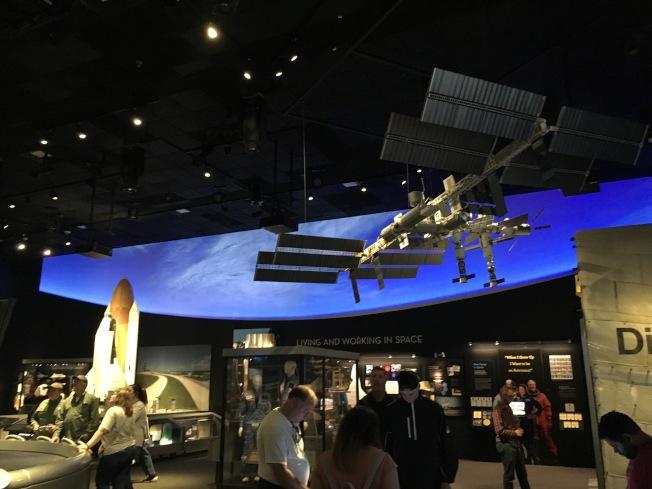 美國國家航太博物館內國際太空站展覽館。(作者提供)