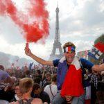 法奪冠  巴黎鐵塔也瘋狂  馬克宏:感謝你們