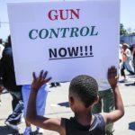 朗納簽署「危險信號法」 家屬及執法者可申請沒收槍枝