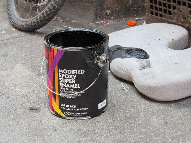 華埠宰也街地面藝術 被潑黑漆