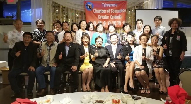 大奧蘭多台灣商會第21屆理事群及顧問群合影。(記者陳文迪/攝影)