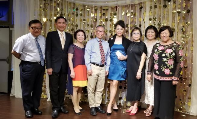參加大奧蘭多台灣商會21屆會長交接典禮來賓合影。(記者陳文迪/攝影)