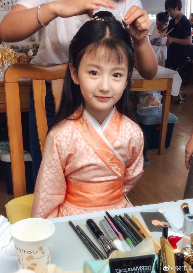 「流星花園」中的小童星裴佳欣顏值高到嚇人。 (取材自微博)