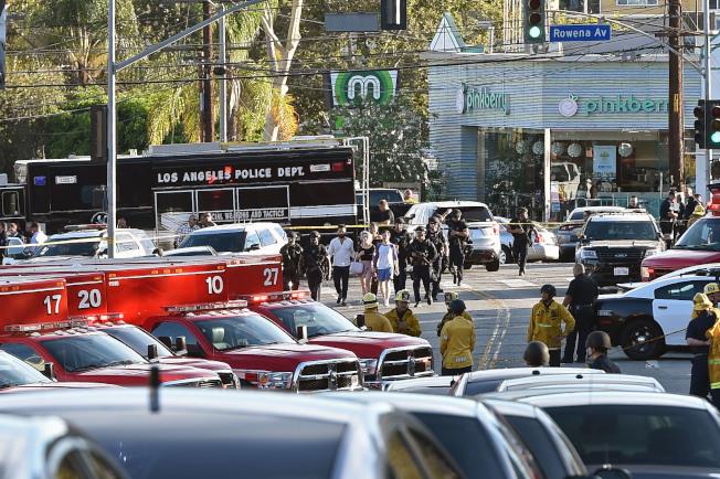 洛杉磯一名持槍歹徒為了躲避追緝,幾度與警方駁火並逃進一家Trader Joe's連鎖超市躲藏,數小時後被捕。(Getty Images)