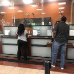 銀行櫃員吐苦水…職位低、升遷難