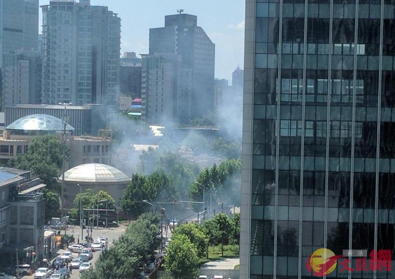 美國駐華大使館附近發生爆炸。(取自香港文匯報)