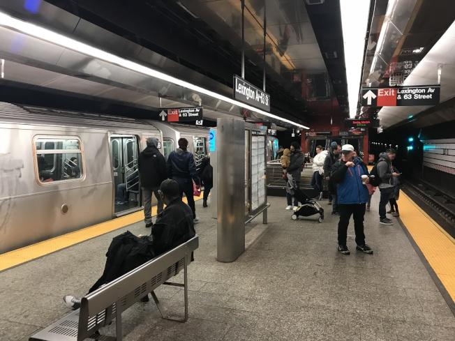 大都會運輸署計畫未來三年內兩次調漲紐約地鐵票價,明年計畫漲價4%。(記者和釗宇/攝影)