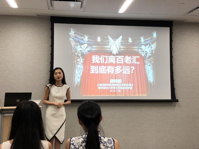 滕曉鵬表示華裔演員應該要提高自己的表演和語言水平,在國際舞台上才能爭取一席之地。(記者顏嘉瑩/攝影)