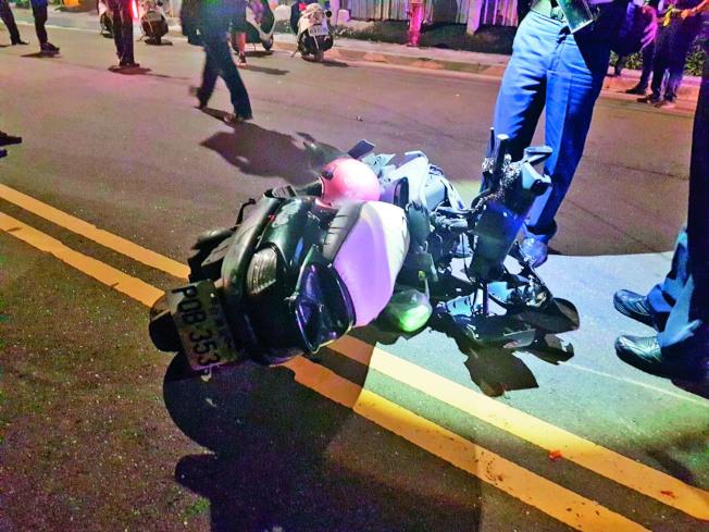 孫姓婦人的機車遭酒駕的黃男嚴重撞壞。(記者林昭彰/翻攝)