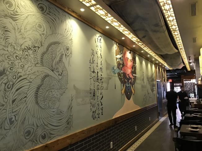「江邊城外」打造中國風環境。(記者劉大琪/攝影)