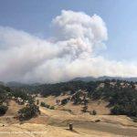 蒙多西諾縣、雷克縣 複合大火燒逾2萬5千畝 居民撤離