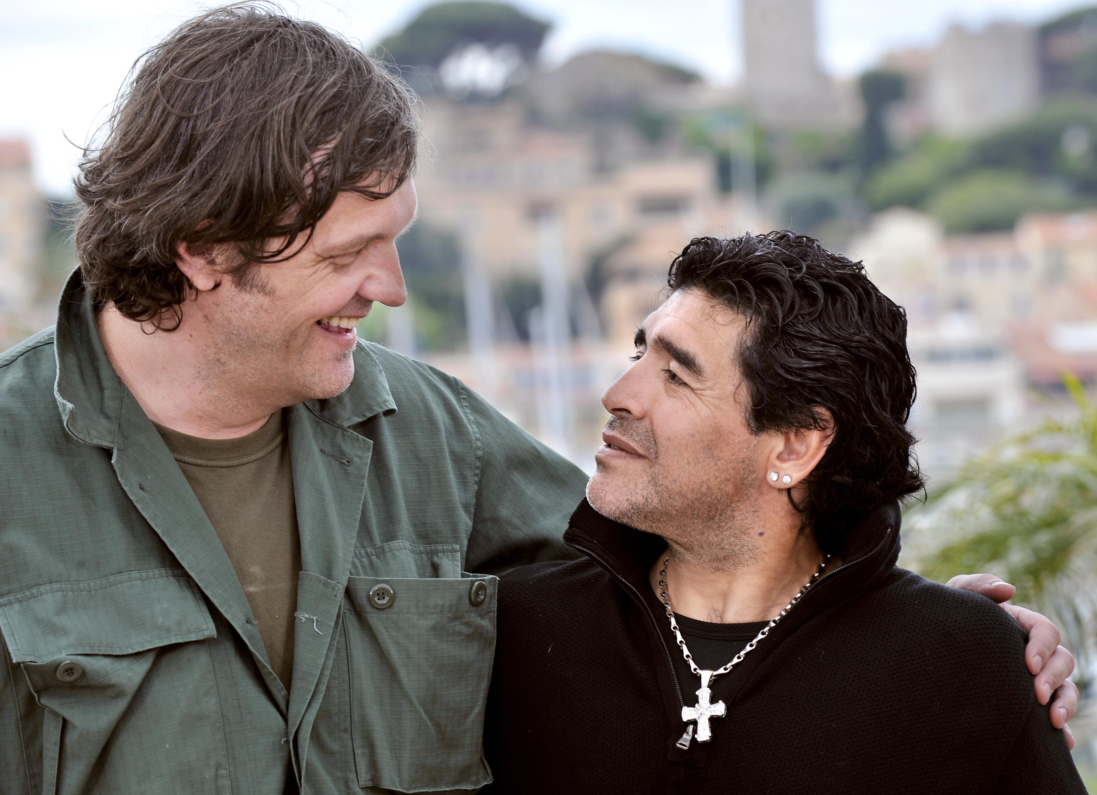 馬拉度納(右)與導演庫斯杜力卡。(Getty Images)