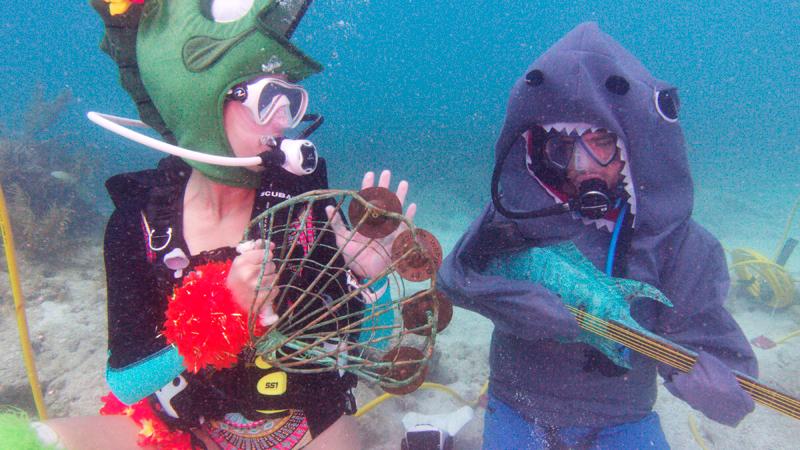 佛羅里達州知名海底音樂節,7日在洛奧礁群熱鬧登場,吸引大批水上活動愛好者,精心打扮前來參加。美聯社