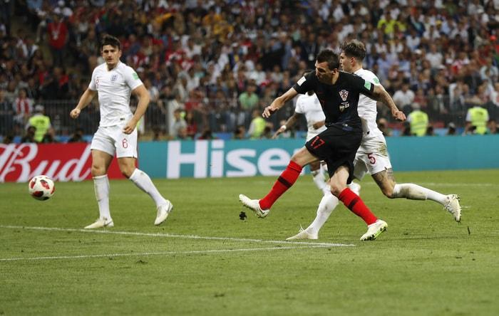 第107分鐘,克羅埃西亞17號球員Mandzukic踢進一球。美聯社
