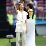 從擺地攤到護送世足獎盃進場 俄超模娜塔莉亞的故事很傳奇