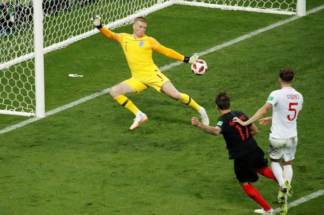 進入延長賽後第107分鐘,克羅埃西亞17號球員Mandzukic踢進一球,以2:1領先英格蘭。 路透