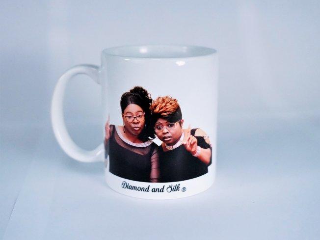 鑽石與絲綢網店售賣兩姐妹肖像的馬克杯。(取材自鑽石與絲綢網店)