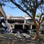 停車場崩塌毀21車 幸無人傷