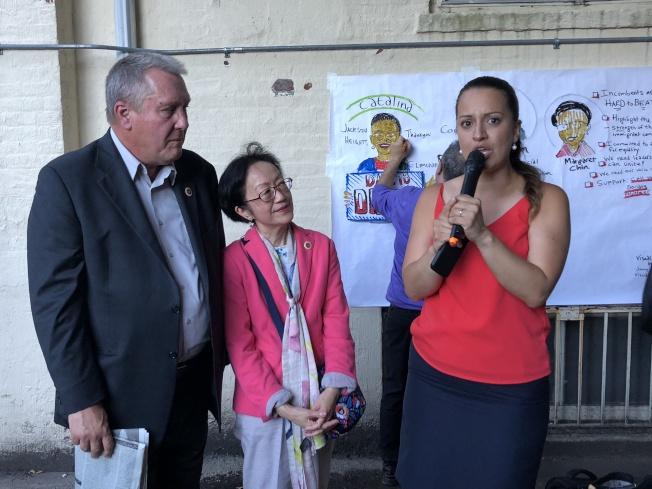 陳倩雯(中)、卓姆(左)背書克魯茲(右)參選州眾議員。(記者朱蕾/攝影)