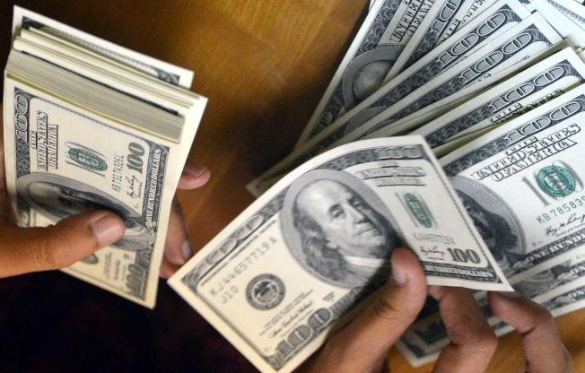 如果沒有大學儲蓄,只能用存款支付孩子大學學費。(Getty Images)