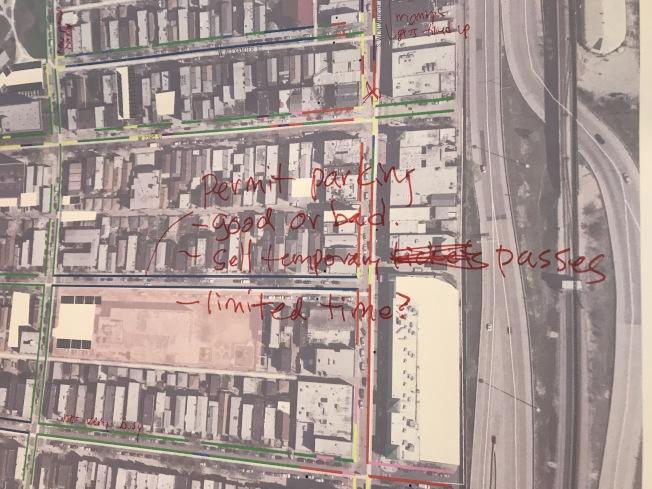 吳常義建議,應擴增華埠需停車許可的街道區。(記者董宇/攝影)